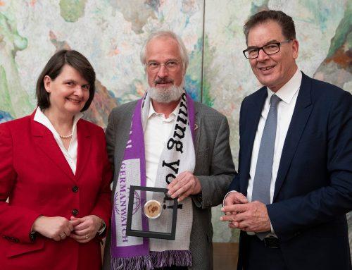 Klaus Milke erhält die EINE-WELT-Medaille in Gold des BMZ